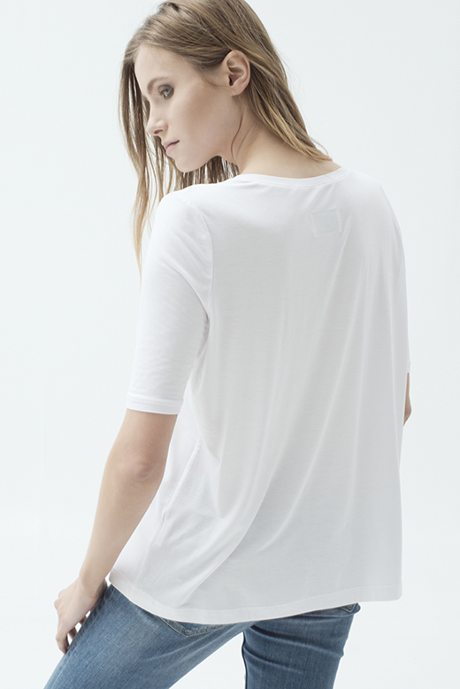 LOOSE WHITE T-SHIRT