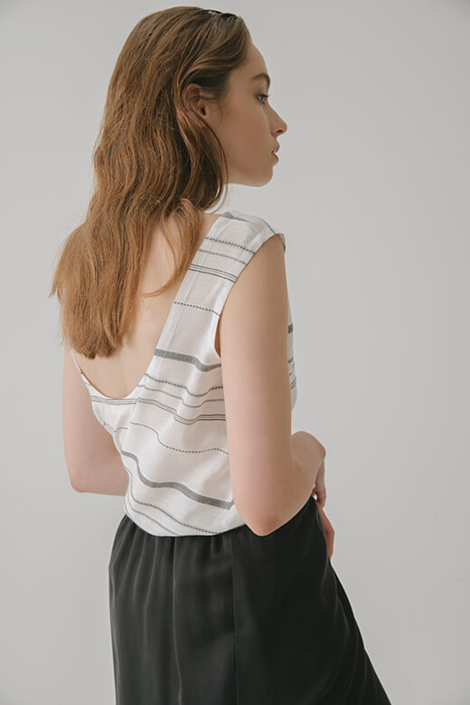 SLEEVELESS TOP WITH BACK DIP NECK